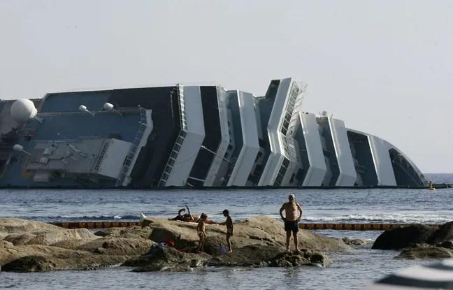 Image du Costa Concordia échoué en juillet 2012.