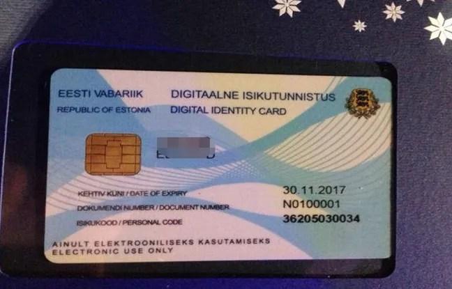 Le journaliste britannique Edward Lucas a été le premier E-résident à recevoir sa carte d'identité numérique.