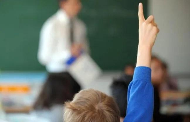 Un élève dans une école primaire le jour de la rentrée scolaire