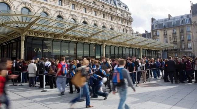 Refoulée d'un musée à cause…de son décolleté — Paris