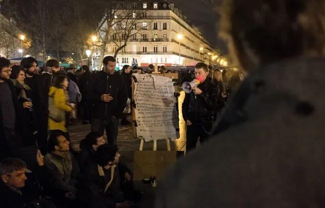 Paris, le 3 avril 2016, place de la République. Des personnes à la quatrième «Nuit Debout.»