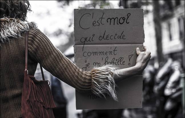 Manifestation lors de la 16e marche d'Existrans pour dénoncer la