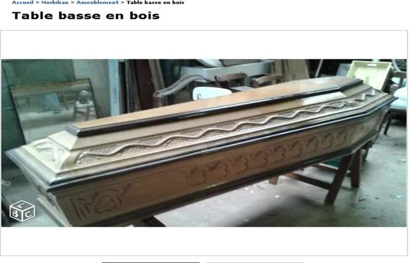 il vend un cercueil comme table basse