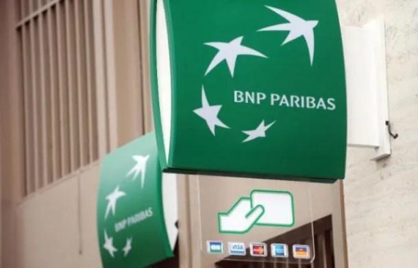 Le logo de la BNP Paribas devant une agence.