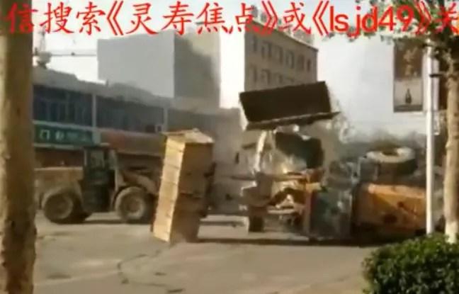 En Chine, les employés de deux entreprises concurrentes ont réglé leurs comptes à coups de bulldozers.