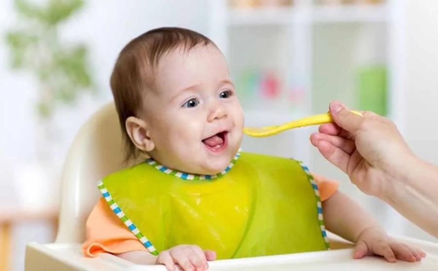كيفية تغذية الطفل من الشهر السادس حتى عمر السنة 3a2ilati