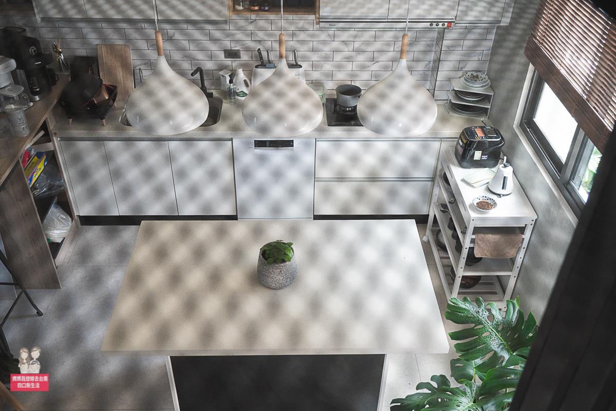 【居家DIY】廚房改造,今晚想來點窗框長榕樹花玻舊窗框