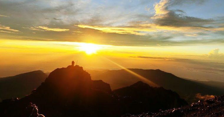 印尼爬山行(3)|龍目島RINJANI火山三天兩夜登頂行 – 第二天登頂3762M、日出、溫泉、夜宿湖邊