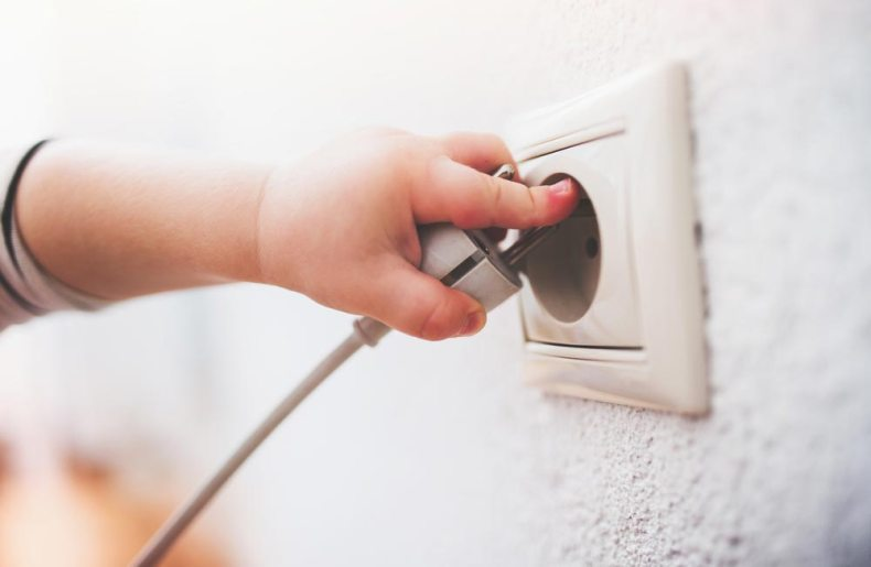 Детская электрическая безопасность