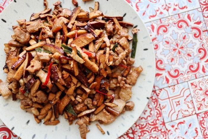 【中式料理】豆乾肉絲,正統偷飯賊的下飯菜。