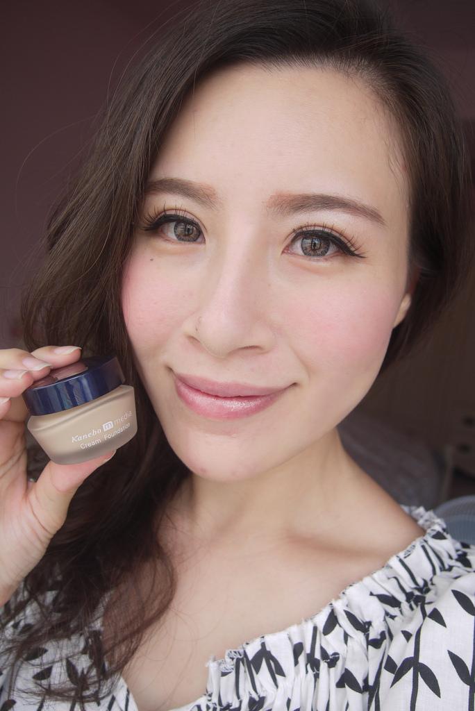 【彩妝】保持自然輕透的完美粧感~♥ Media 粉嫩保濕礦物粉底霜
