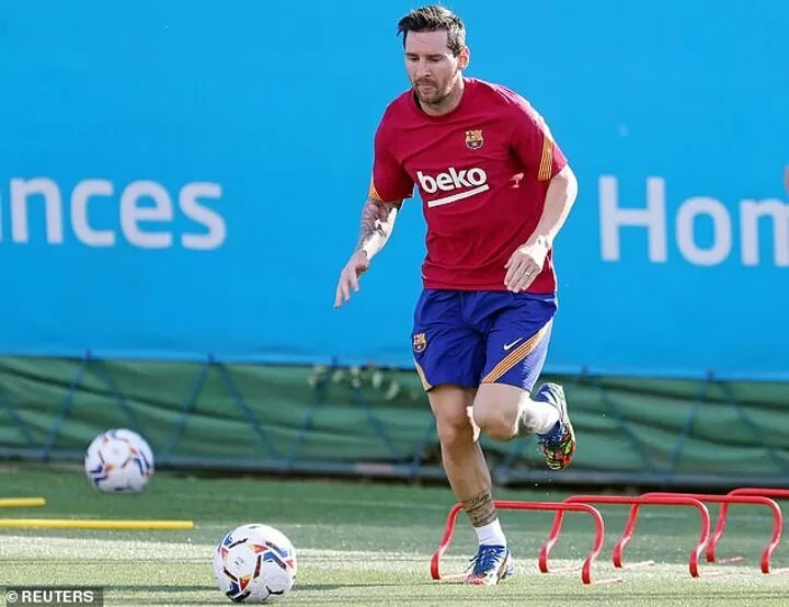 Lionel Messi has held talks with Ronald Koeman with the Barcelona captaincy now on the agenda 2
