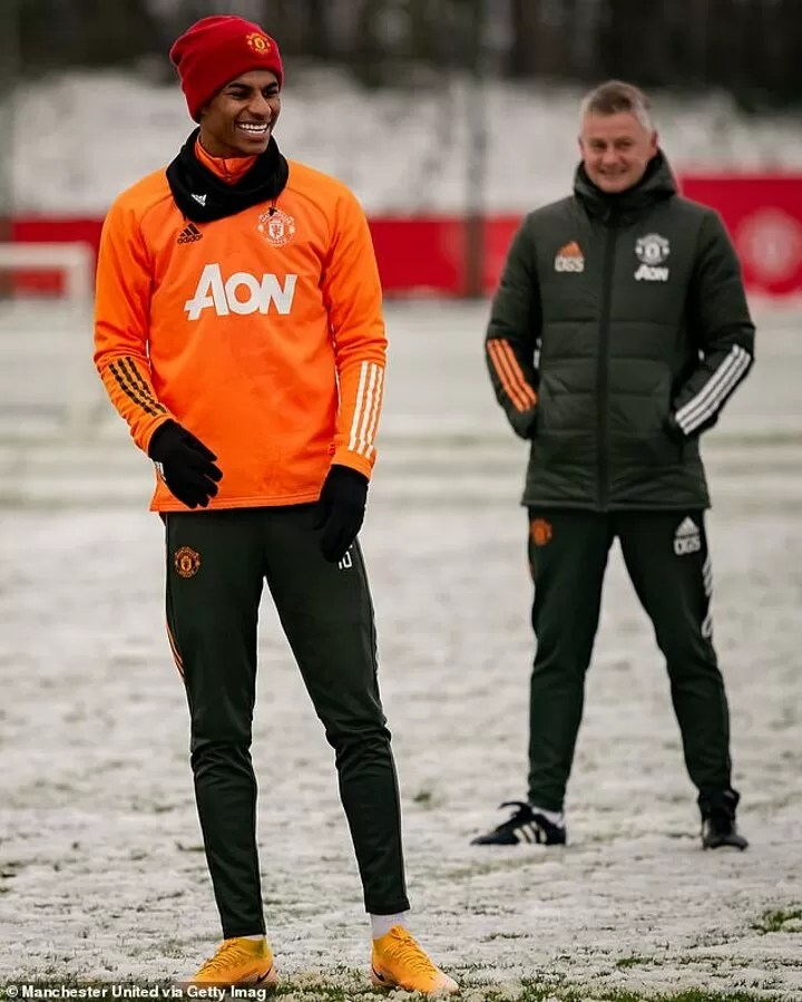 PHOTOS: Manchester United stars train in the snow 4