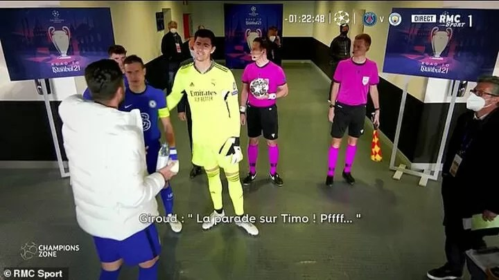 VIDEO: Courtois caught JOKING with Giroud in the tunnel about Werner's miss 2