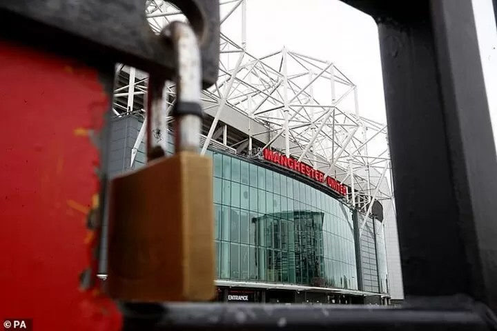 Manchester United announce debt has SOARED by 133% to £474.1MILLION 4