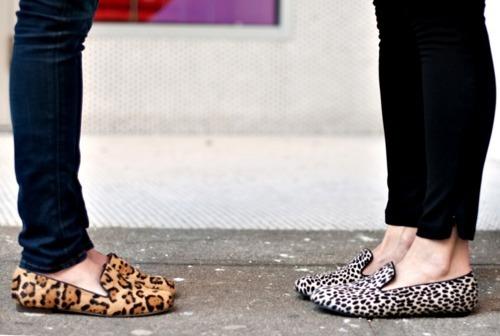 Slippers pada awalnya sepatu rumahan, sekarang menjadi trend casual shoes.