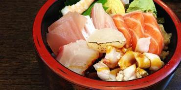 【台南美食】人多多三采壽司館。平價新鮮散壽司推薦必點。台南東區|日本料理