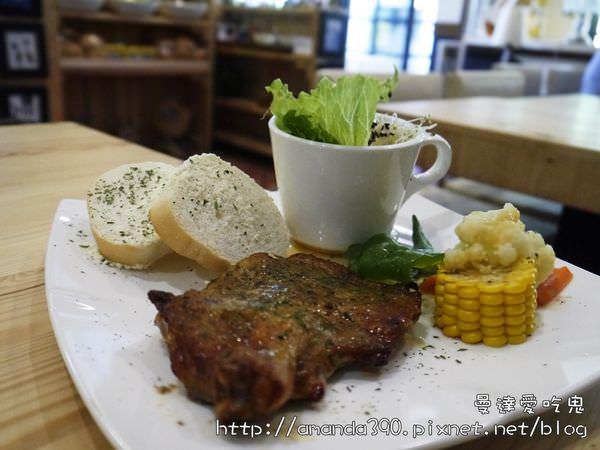 【高雄食記】大社區 貓廚 喵~ 喵~ 喵~ ● 義大樂園外用餐好所在(非寵物餐廳) ❤❤