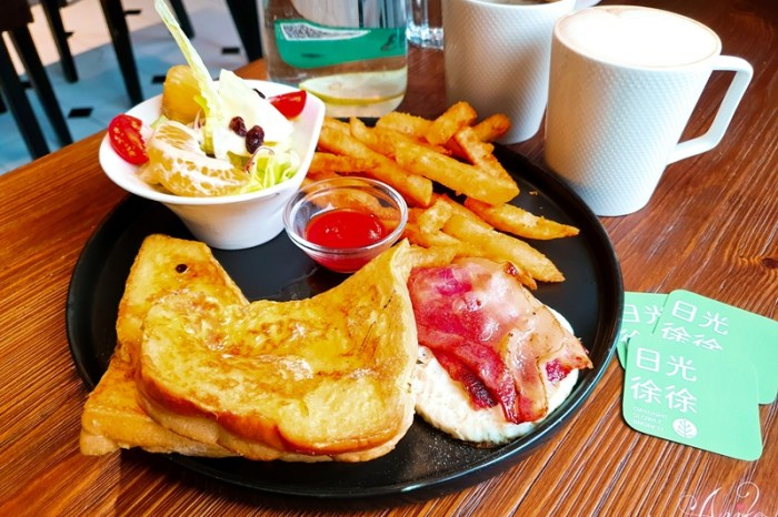 【台南美食】日光徐徐 (前鋒店)。成大學生最愛的早午餐!百元親民價就能享受美味愜意的早午餐時光