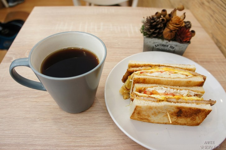 56ef901b07b79da2aa5d143566607830 - [中和早餐]  FOOD LIFE福來早餐  原本是為了肉蛋吐司而來 最後愛上起士煉乳炸饅頭 鄰近中和環球百貨
