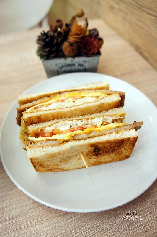 844805c29bb22334eaf7c00331f4e7b3 - [中和早餐]  FOOD LIFE福來早餐  原本是為了肉蛋吐司而來 最後愛上起士煉乳炸饅頭 鄰近中和環球百貨