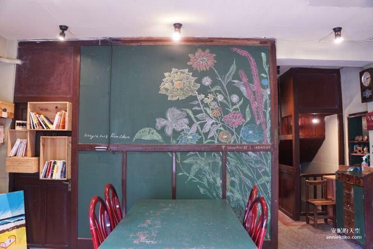 20190528153846 45 - [大稻埕 樓梯好陡steepstairs] 城市裡的二樓咖啡館 乘載著舊時光的老屋 內有萌系店犬陳英俊