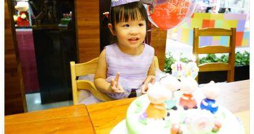 [育兒生活] 小波妞兩歲生日快樂 ♥ 生日蛋糕切了又切 願你平安健康快樂長大 (珮珮豬造型蛋糕/生日帽/生日氣球)