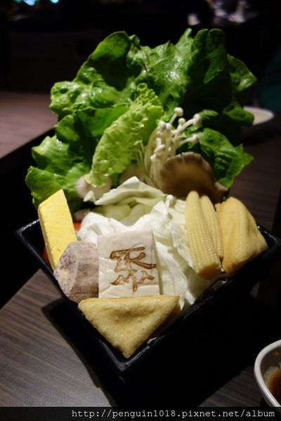 """【台中】當我們""""聚""""在一起吃火鍋;聚北海道昆布鍋,實在的定價,值得在這相聚。"""