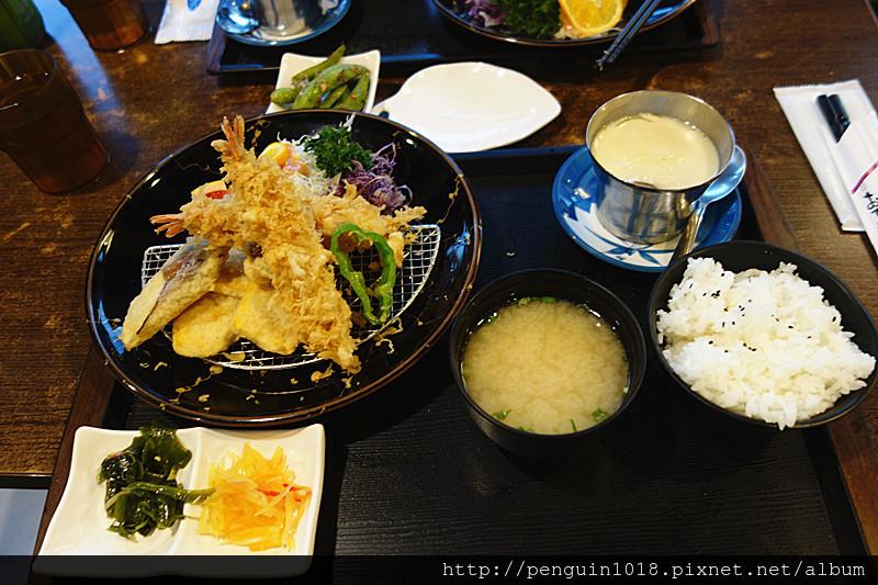 川前屋新日式廚房 | 草屯平價傳統日式定食推薦!飲料暢飲,日式建築裝潢風格。