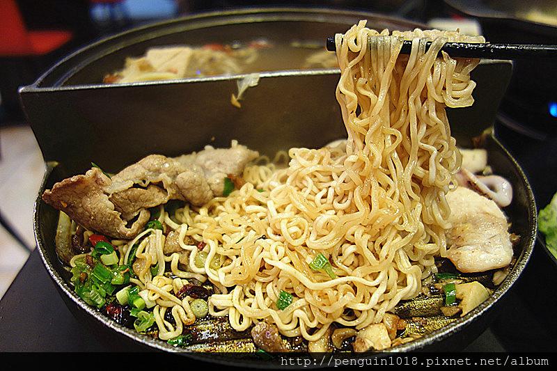 天香皇品(花壇店)   火烤兩吃火鍋,創意版吃法,烤肉還能一同炒麵!自創特色小火鍋品牌。