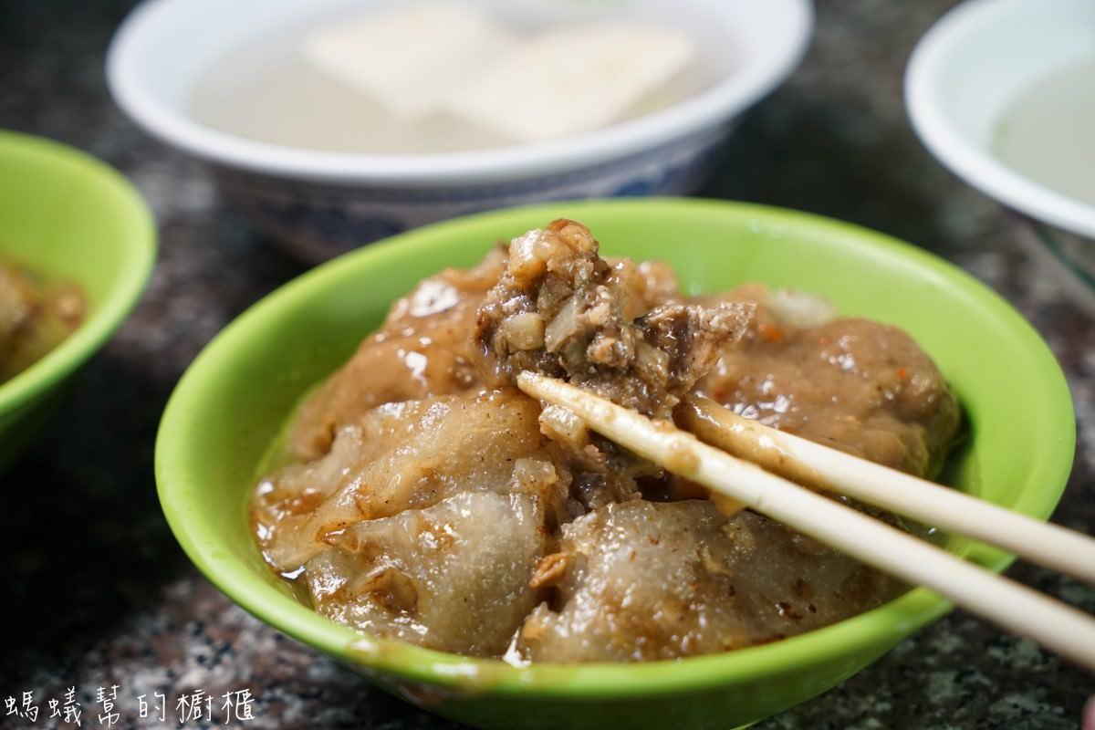 北斗肉圓詹   北斗排隊肉圓之一,餡料充滿黑胡椒味,在地人也愛吃的肉圓。