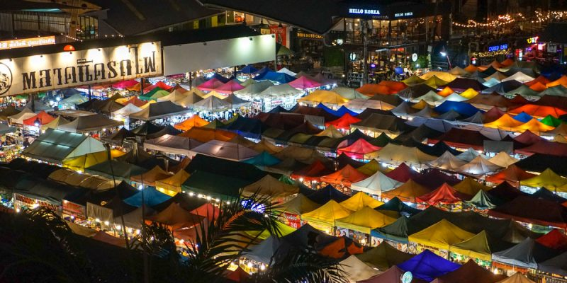 曼谷自由行 Ratchada Train Night Market 拉差達火車夜市,必吃美食、網傳正咩、酒吧,每天都有營業,曼谷必逛夜市。