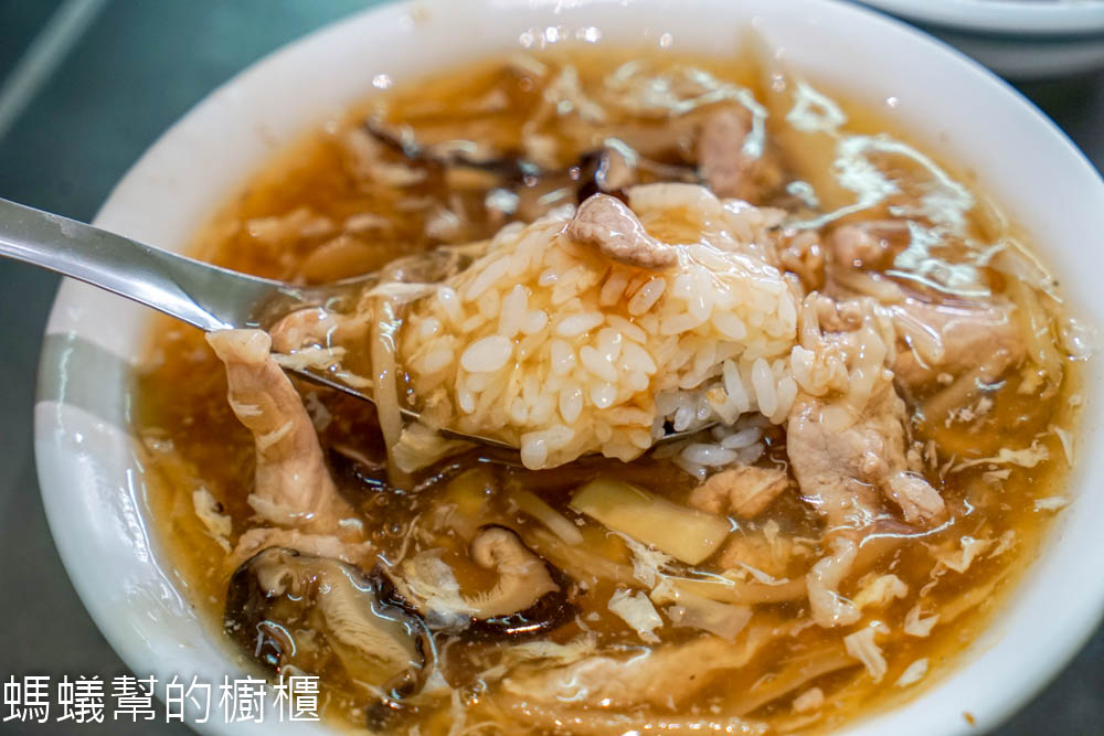北港阿國香菇肉羹 | 北港朝天宮附近美食小吃,肉嫩羹香平民小吃,這一味讓人難忘。