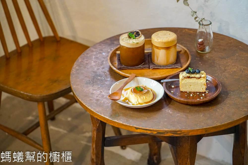棲身   彰化市藏身巷弄裡特色咖啡館,跟著老屋點燈一起探訪,推薦咖啡奶昔、布丁。