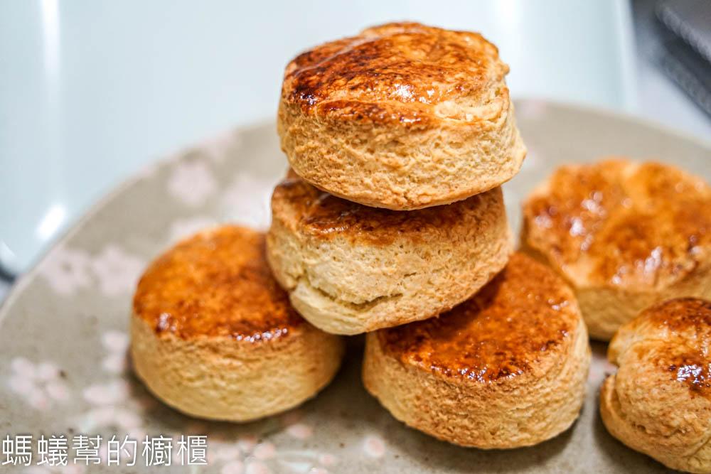 英式司康食譜   經典英式下午茶,外酥內鬆軟,氣炸鍋司康,簡單步驟新手也能完成。