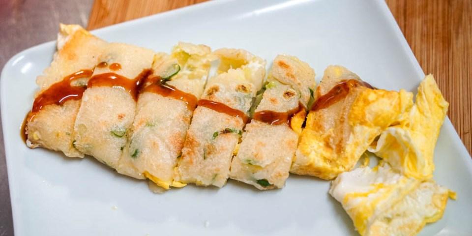 手工粉漿蛋餅食譜 | 古早味蛋餅,口感外酥內彈,在家就能輕鬆製作。