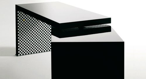 Contemporary desk / by Andrée Putman / lacquered CORRESPONDANCES BISAZZA
