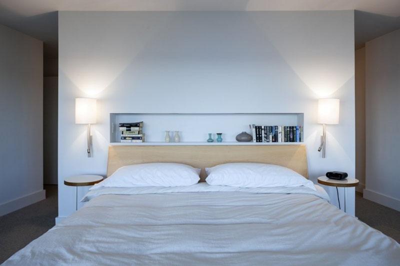 idee de conception de tete de lit incluez une etagere integree