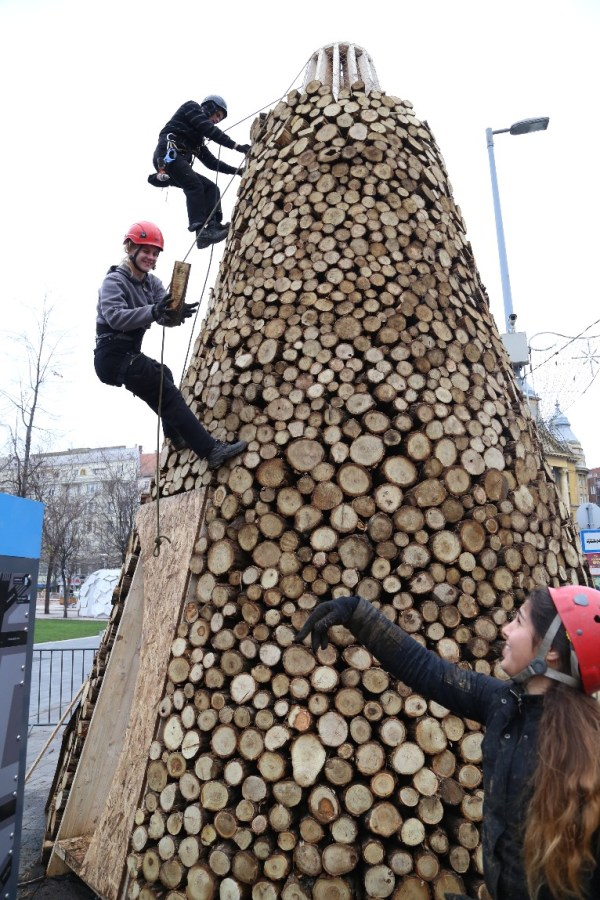 Check Out This Jaw Dropping Christmas Tree Made of Logs!
