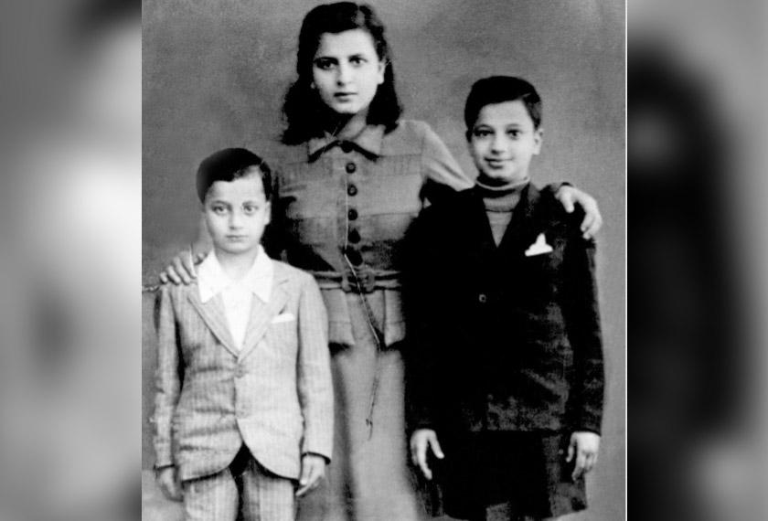 Arafat (kanan) bersama kakaknya Khadeejah dan adiknya Fathi - Foto english.alarabiya.net