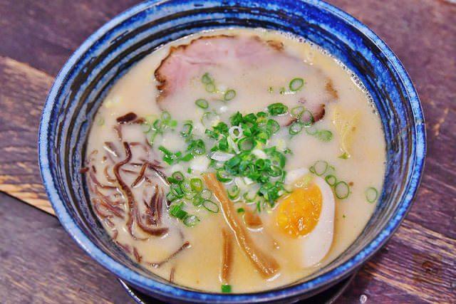台中美食 ▌升龍拉麵 巷弄隱藏的平價美味日式拉麵 推薦豚骨拉麵 叉燒飯《阿MON專欄》