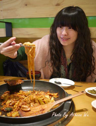韓國 ▌首爾自由行 : 新村辣炒雞排닭갈비 韓國必吃美食 #2011首爾旅行(20)