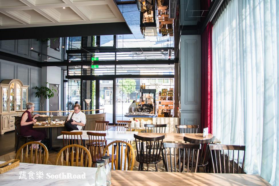  台南美食 蔬食樂河畔店SoothRoad,安平下午茶推薦,精緻蔬食沙拉、手作蛋糕、披薩