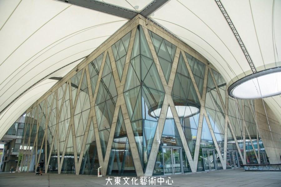  高雄景點 大東文化藝術中心,玻璃帷幕造型建築超好拍,還有全台首座藝術圖書館