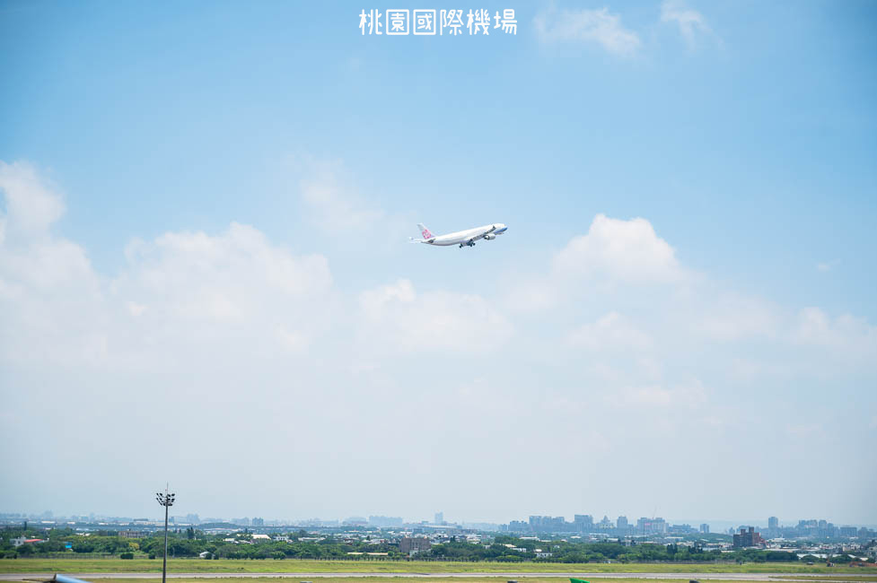 |桃園景點|桃園機場第二航廈觀景台,南北兩側超近距離看飛機起降,全台最大飛機觀景台