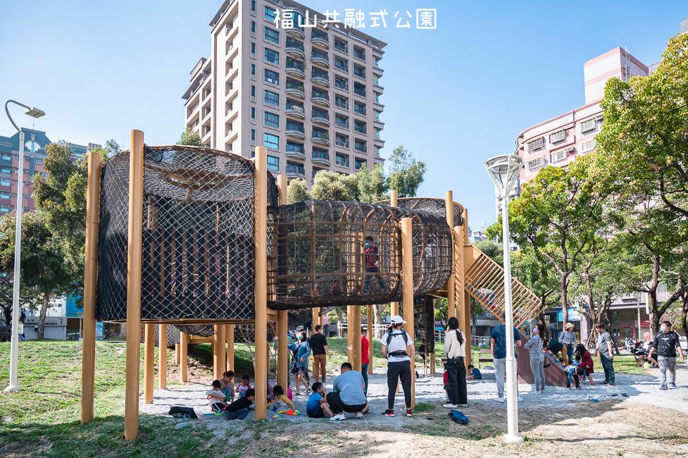 |特色公園|福山公園,高雄最新共融式兒童遊戲場,三公尺高的高低平台遊戲區、彩繪塗鴉區、砂坑等多種遊具