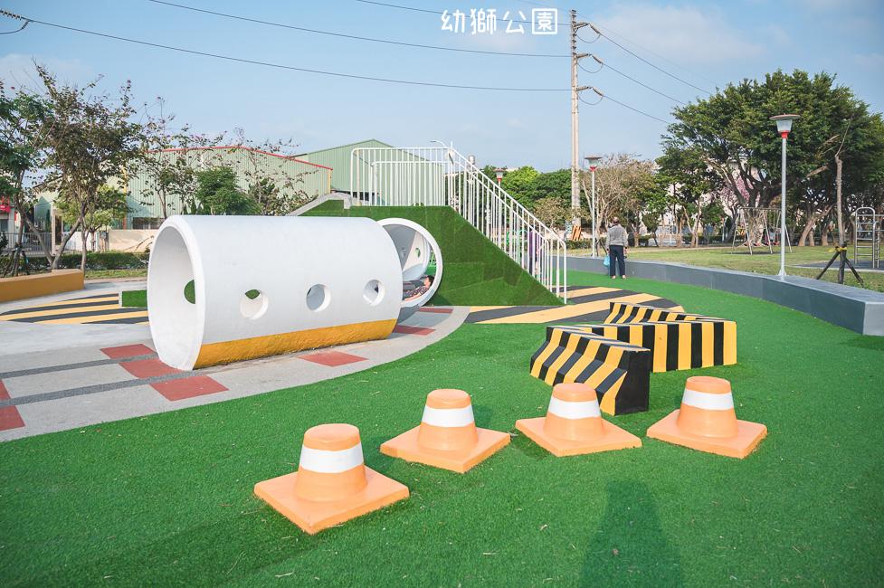 |特色公園|幼獅公園,隱藏在幼獅工業區裡的工業風公園,除了水泥管、攀岩和溜滑梯還有交通錐?