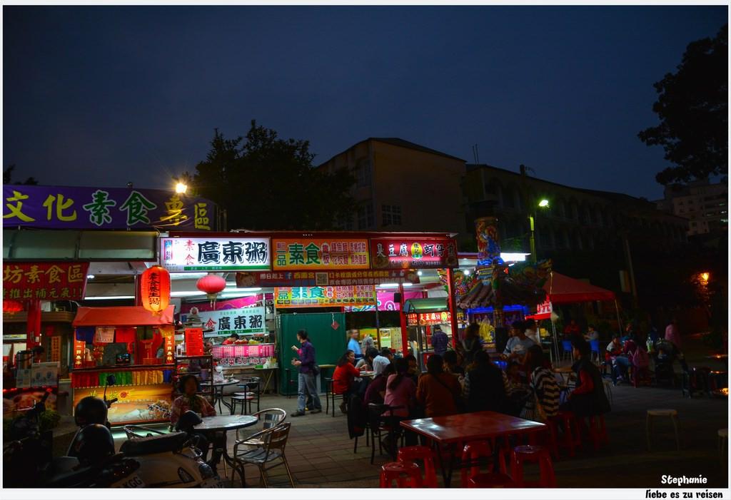 Kaohsiung 高雄‧鳳山 素食也能是廟口小吃*西園宮廟口素食專區