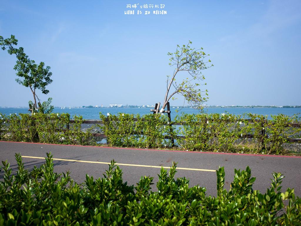  屏東景點 來大鵬灣走走,時間到還能看跨海大橋開橋,現在只有每週六開一次喔!