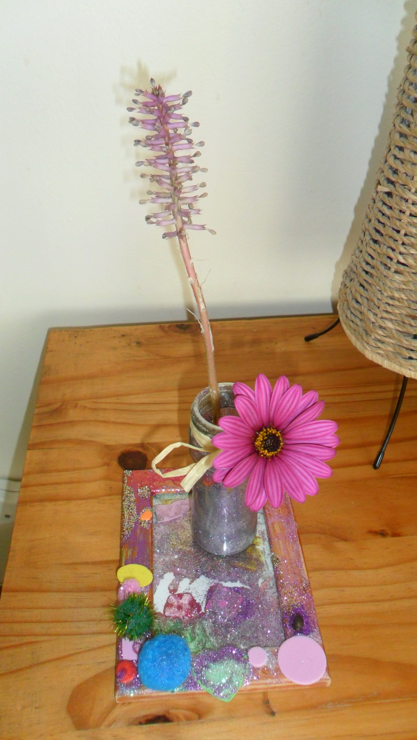 DIY picture frame tray with flower vase